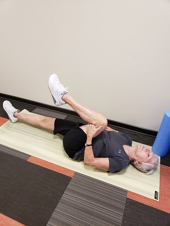 knee to chest stretch senior exercise