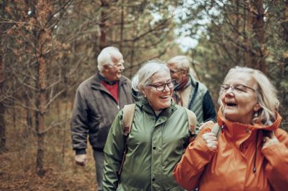 senior-group-hiking_listing-img