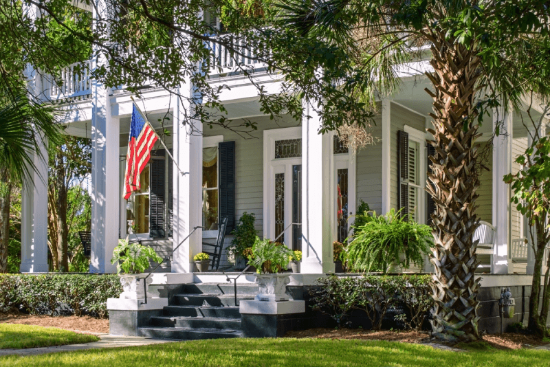 Beautiful Alabama Southern home with an elegant front porch.